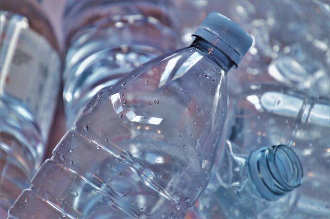 廃ペットボトルから繊維を再生 再生ポリエステル「ECOBLUE」